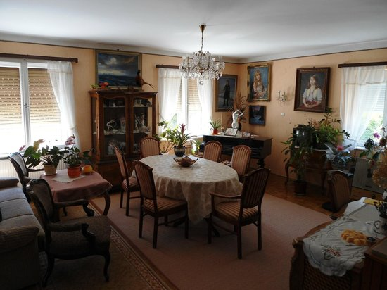 Karoly vendeghaz: Living room