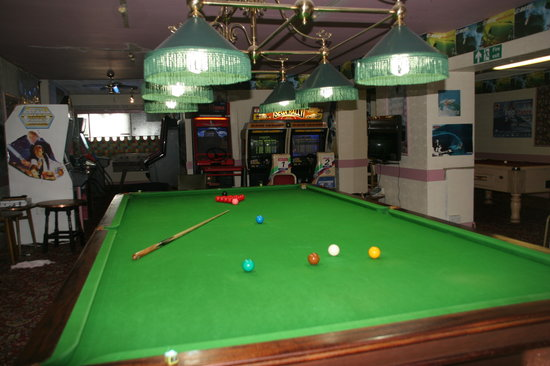 Surfers Hotel: Games Room