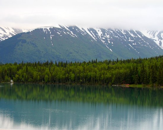 Kenai Princess Wilderness Lodge: The road from the lodge into the town of Kenai
