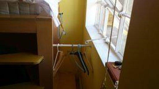 Stationroomz : The 'wardrobe'