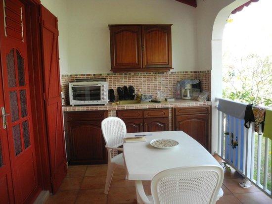 Village de Menard: Une cuisine-terrasse par chambre