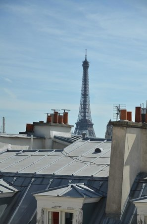 Hotel Atala Champs Elysees: Room view - Eiffel Tower