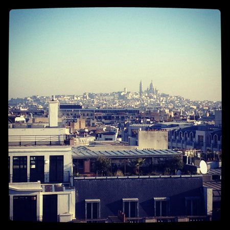 Hotel Atala Champs Elysees: Room view - Sacre Coeur