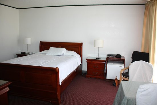 Park Plaza Lodge Hotel: Room 227