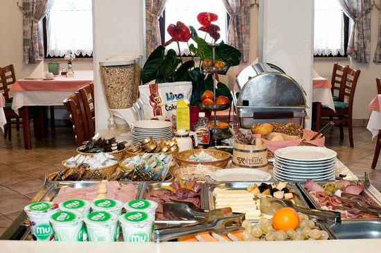 Hotel-Pension Tripic: Self-service breakfast buffet
