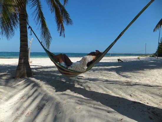 Xamach Dos: free hammocks to use on deserted beach