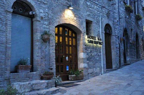 Hotel San Rufino: Frente do Hotel