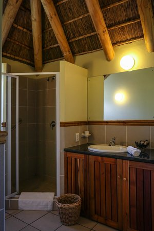 Coral Tree Cottages: Main bathroom in two bedroom cottage