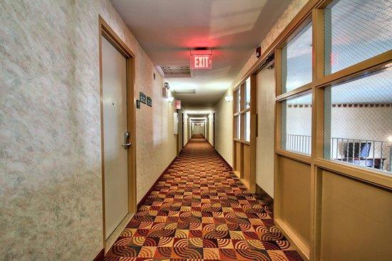 Quality Inn Enola - Harrisburg: CORRIDOR