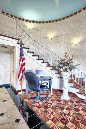 Quality Inn Enola - Harrisburg: LOBBY