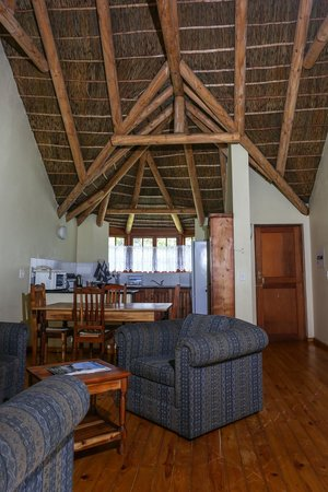 Coral Tree Cottages: Lounge/dining/kitchen area in two bedroom cottage