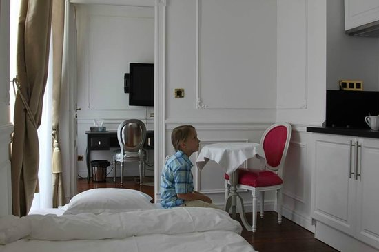 Airt Hotel: Kitchen and a small room
