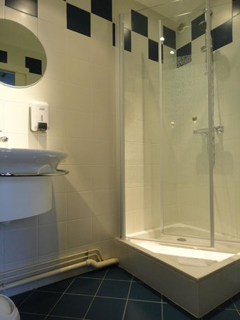 Hotel Alcyon : salle de bain avec douche