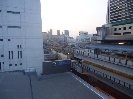 Muangphol Mansion: view from hotel