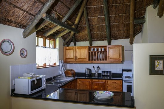 Coral Tree Cottages: Kitchen in one bedroom cottage