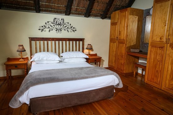 Coral Tree Cottages: Bedroom in one bedroom cottage