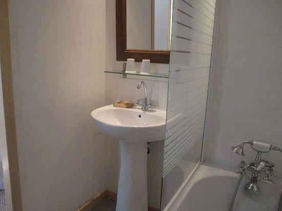 Chambre d'hotes La Premiere Vigne : salle de bain Castelnau