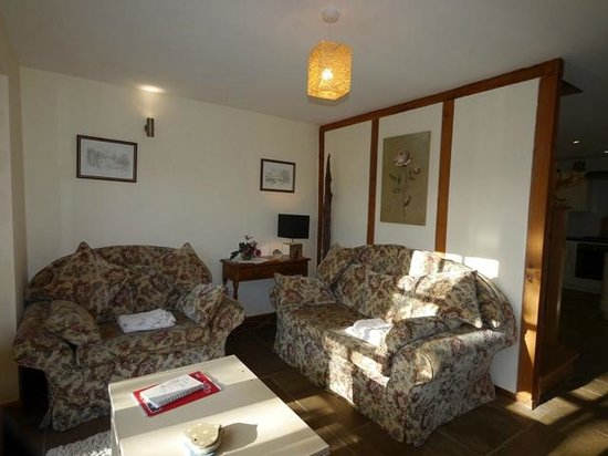 Railway Cottages and Apartments: Cosy sitting room