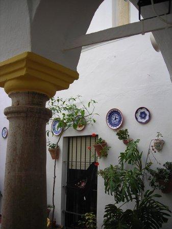 Rincón de las Nieves: Columna del patio