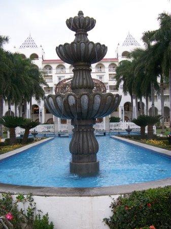 Courtyard & Fountain