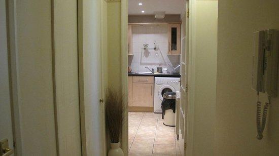 Rodney Street Apartments by Destination Edinburgh: Kitchen
