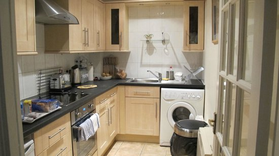 Rodney Street Apartments by Destination Edinburgh: Kitchen