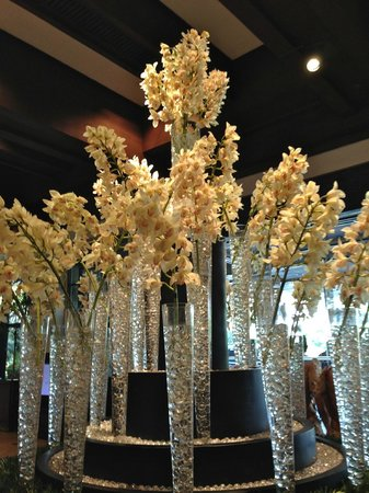 Sofitel Philippine Plaza Manila: Looby Area Floral Arrangement