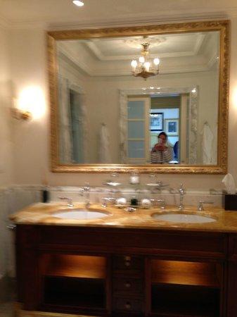 Four Seasons Hotel Firenze: Bathroom