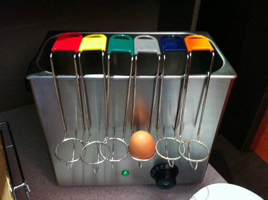 Hotel Le Churchill : egg machine-  cool unless eggs very out of date :-(