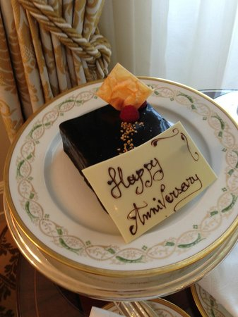 Four Seasons Hotel Firenze: Anniversary Cake