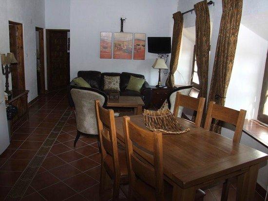 Hacienda Horses: Swallows lounge
