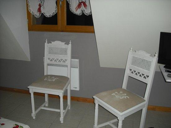 Au Temps des Cerises : Chaise dans la chambre