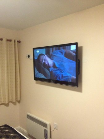 The Orchard Hotel Gloucester: tv on