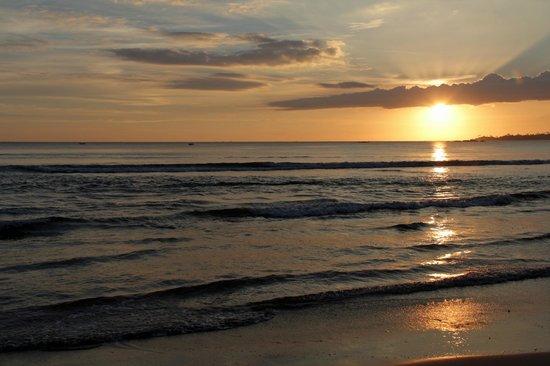Aussie Swiss Beach Resort: Sunset