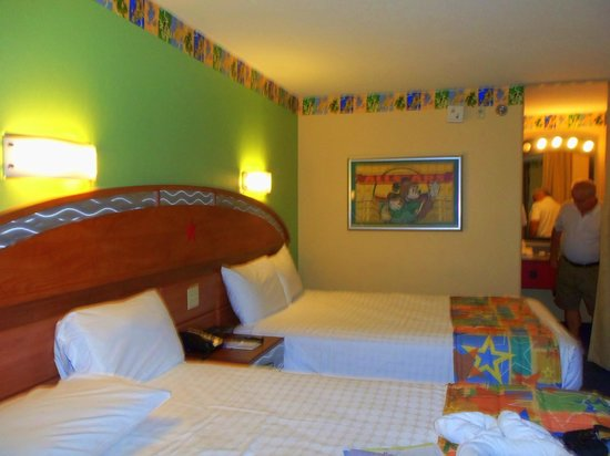 Disney's All-Star Sports Resort : our room, second floor, football building