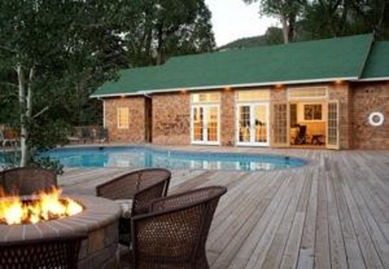 4UR Ranch: Gather around the fireplace or take a swim in our geo thermal heated swimming pool.
