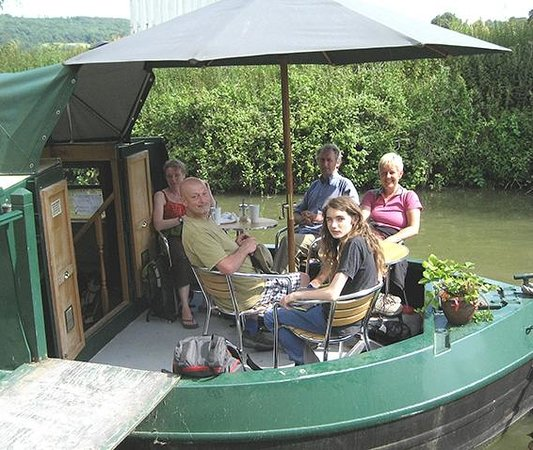 Cafe on the Barge: a highlight of our Kennett and Avon canal walk