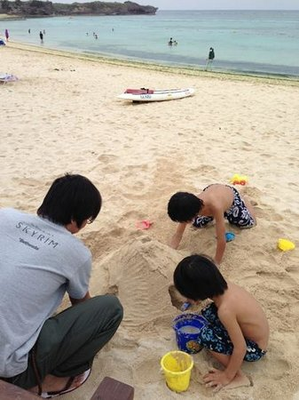Nirai Beach: ビーチで遊ぶ