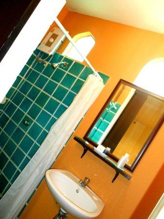 Imm Fusion Sukhumvit: bathroom