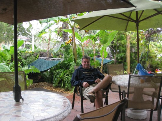 Southernmost Point Guest House: Relaxing on the patio, so charming!