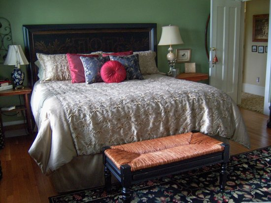 Hambleton House: Oscar's Room - King size bed
