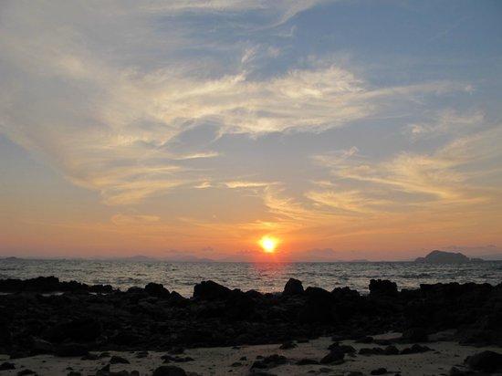 GLOW Elixir Koh Yao Yai: sunset on the beach