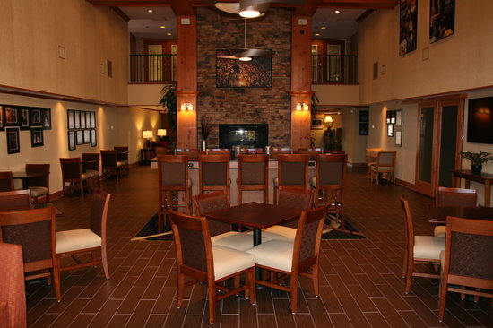 Hampton Inn and Suites Chapel Hill / Durham Area: Newly Renovated Lobby