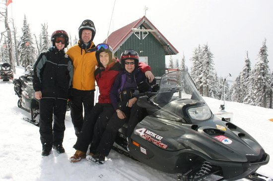 Selkirk Powder Company: Awesome and exciting snowmobile tours