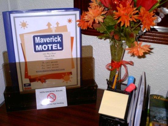 Maverick Motel: Fresh flowers upon arrival