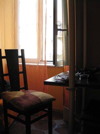 """Bed & Breakfast I colori di Napoli: Angolino camera """"allegria"""""""