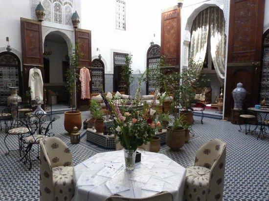 Riad Kettani: patio