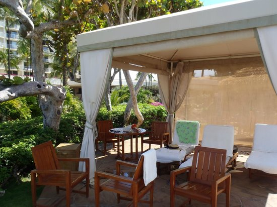 The Westin Maui Resort & Spa, Ka'anapali: our pool cabana... they only have 2