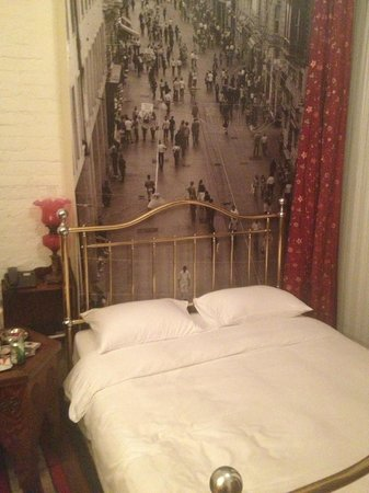 Lush Hotel Taksim: My bed and room design (number 315 I think)