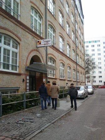 Singer109 Backpacker Apartment Hostel: ingresso